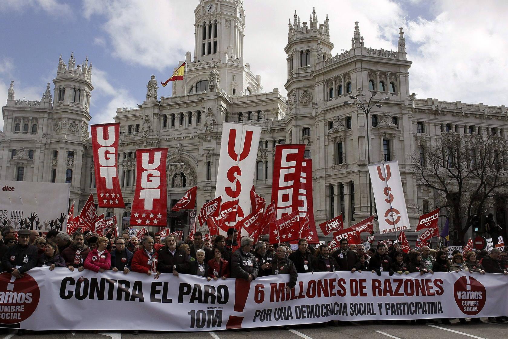 Miles de personas claman contra los recortes y el paro